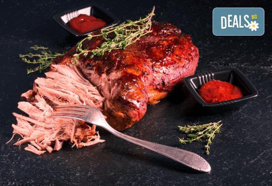Празнично меню за 4 човека - бавно готвено свинско месо, царска туршийка, салата и чийзкейк от кулинарна работилница Деличи! - Снимка 2