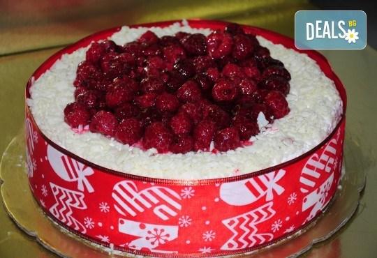 Апетитна йогуртова торта с малини - 1кг. ики 2кг. от сладкарница Лагуна! - Снимка 1