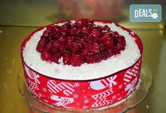 Апетитна йогуртова торта с малини - 1кг. ики 2кг. от сладкарница Лагуна! - Снимка 2