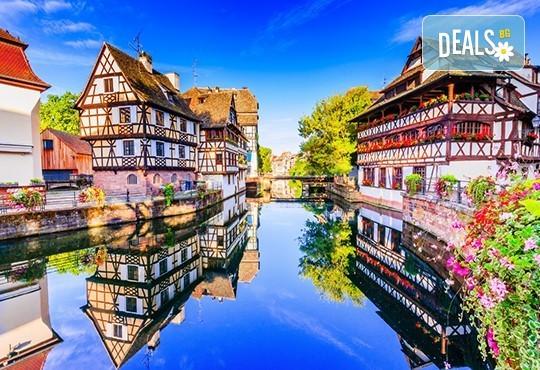 Екскурзия до Париж през Швейцария с България Травел! 7 нощувки със закуски, транспорт и Прага, Париж, Страсбург, Женева, Монтрьо, Милано - Снимка 2