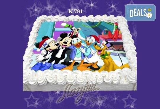 Празнична сладост! Коледна детска торта с картинка по избор и превъзходен вкус от Виенски салон Лагуна! - Снимка 4