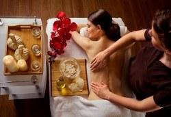 Древноазиатски лечебен масаж на гръб и рефлексотерапия на ходила, длани и скалп от Студио Модерно е да си здрав в Центъра! - Снимка