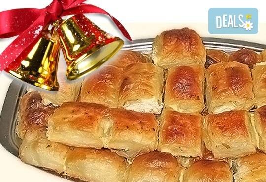 За Коледа и Нова година! Баница на хапки с 50 късмета и паричка за фирмени тържества или големи семейни празници от Работилница за вкусотии РАВИ - Снимка 1