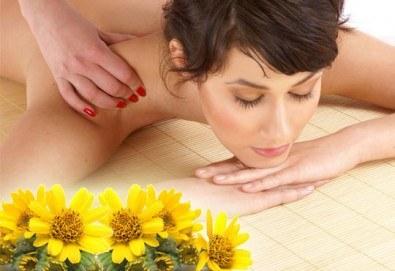 На специални празнични цени! 60-минутен болкоуспокояващ масаж ''Бабините разтривки'' на цяло тяло с арника в студио Giro! - Снимка