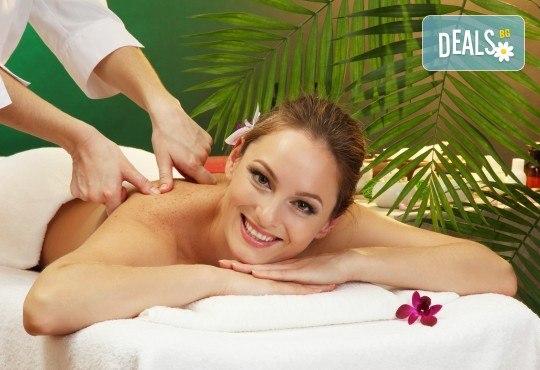 На специални празнични цени! 60-минутен екзотичен явански масаж на цяло тяло Деви Менари в студио Giro - Снимка 3