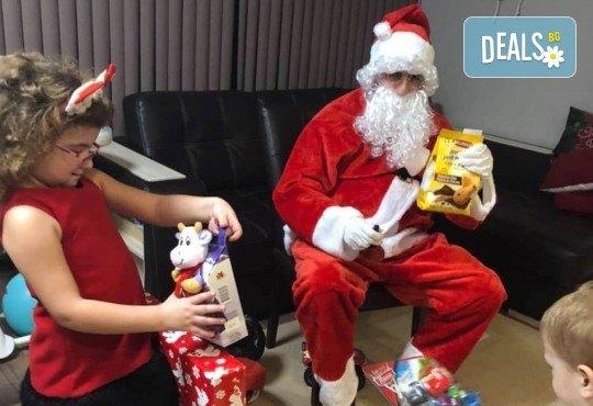 Посещение на Дядо Коледа и Снежанка на адрес на клиента в рамките на град София от Детски център Щастливи деца! - Снимка 3