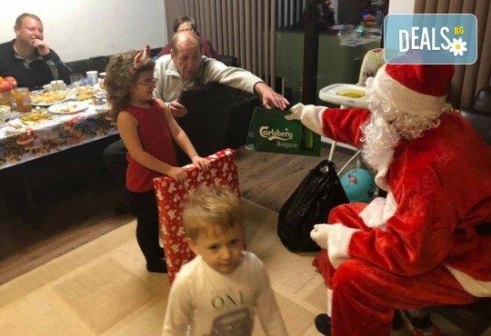 Посещение на Дядо Коледа и Снежанка на адрес на клиента в рамките на град София от Детски център Щастливи деца! - Снимка 5