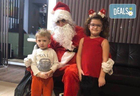 Посещение на Дядо Коледа и Снежанка на адрес на клиента в рамките на град София от Детски център Щастливи деца! - Снимка 6