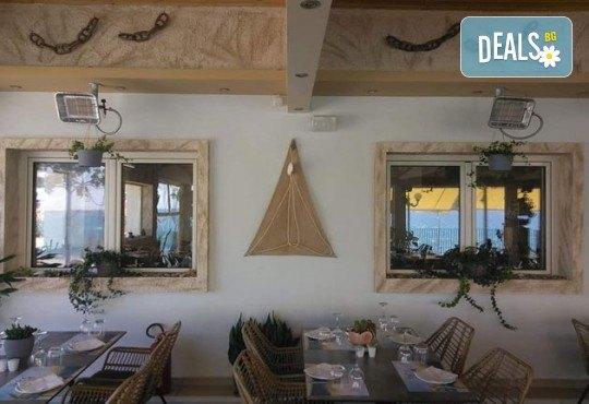 Уикенд в Кавала за Свети Валентин! 1 нощувка със закуска в Nefeli Hotel 3*, транспорт и празнична вечеря в традиционна таверна - Снимка 9