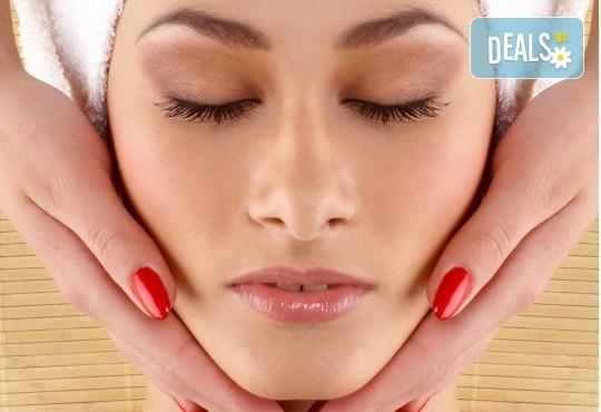 Красива дама! Почистване и оформяне на вежди, тонизиране на лицето, терапия с подмладяваща или подхранваща маска на лице и масажно нанасяне на крем в Senses Massage & Recreation! - Снимка 2