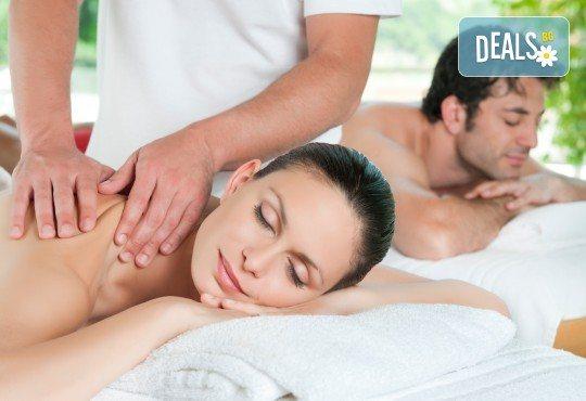 Синхронен масаж за двама с магнезиево масло, хималайска сол и масаж на лице в Senses Massage & Recreation - Снимка 1