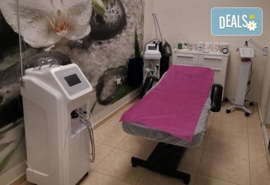 Диамантено микродермабразио и кислородна мезотерапия с ампула хиалуронова киселина и подарък: биолифтинг в Студио за красота Beauty Star до Mall of Sofia! - Снимка 7