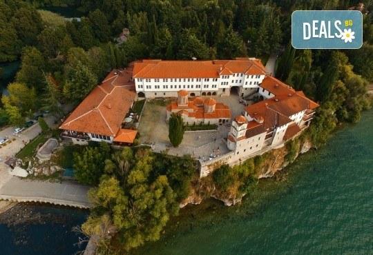 Почивка край брега на Охридското езеро през лятото! 5 нощувки със закуски и вечери във вила Ловец, транспорт и посещение на Скопие - Снимка 4