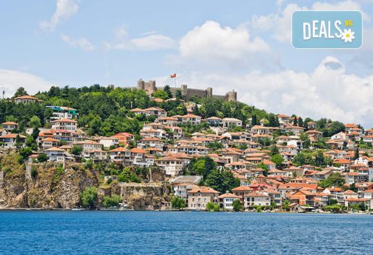 Почивка край брега на Охридското езеро през лятото! 5 нощувки със закуски и вечери във вила Ловец, транспорт и посещение на Скопие - Снимка 6