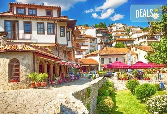 Почивка край брега на Охридското езеро през лятото! 5 нощувки със закуски и вечери във вила Ловец, транспорт и посещение на Скопие - Снимка 3