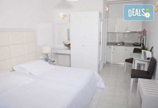 Почивка на остров Миконос - перлата на Цикладите! 4 нощувки със закуски, самолетен билет, салонен багаж и трансфер - Снимка 14