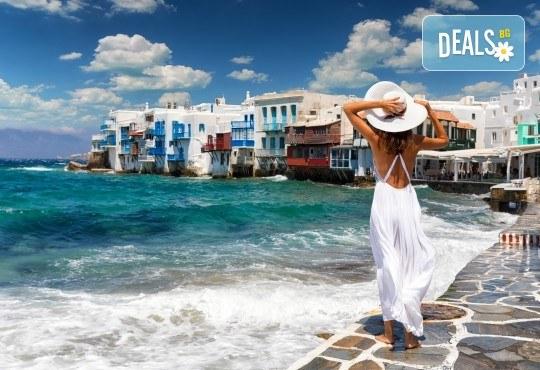 Лятна почивка на Миконос: 4 нощувки и закуски, самолетен билет и трансфер