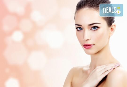 Луксозен масаж на лице, шия и деколте в Солни стаи Medisol! Тонизиране, терапия и масажна процедура с моментален лифтинг ефект с израелската козметика NOON - Снимка 1