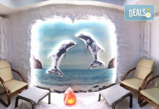 Луксозен масаж на лице, шия и деколте в Солни стаи Medisol! Тонизиране, терапия и масажна процедура с моментален лифтинг ефект с израелската козметика NOON - Снимка 5