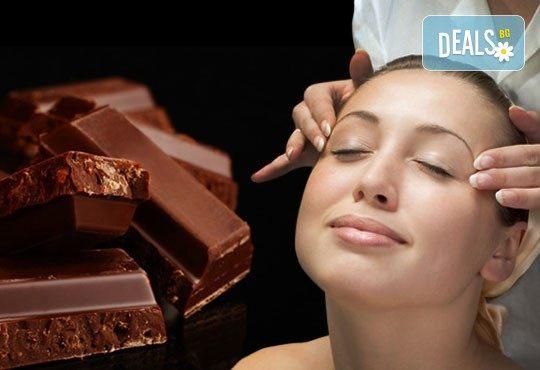 Поглезете се с терапия за лице Шоколад и портокал + ароматерапия, ампула и масаж в студио Нова - Снимка 1