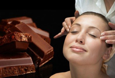 Поглезете се с терапия за лице Шоколад и портокал + ароматерапия, ампула и масаж в студио Нова - Снимка
