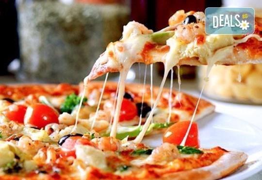 Опитайте най-вкусната пица в София! Заповядайте в ресторант La Felicità и вземете изкусителна италианска пица с кашкавал по Ваш избор! - Снимка 1