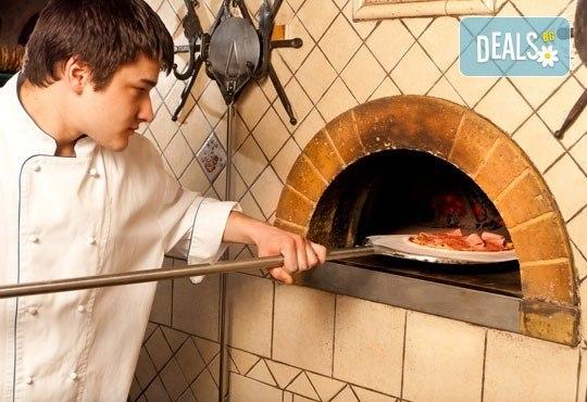 Опитайте най-вкусната пица в София! Заповядайте в ресторант La Felicità и вземете изкусителна италианска пица с кашкавал по Ваш избор! - Снимка 9