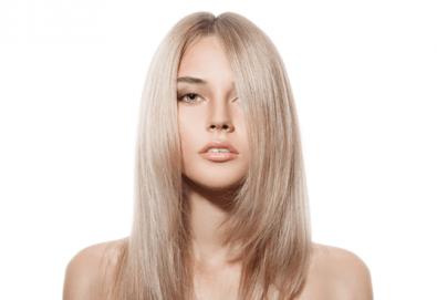 Нова прическа! Подстригване, масажно измиване и оформяне на прическа със сешоар в салон за красота Слънчев ден - Снимка