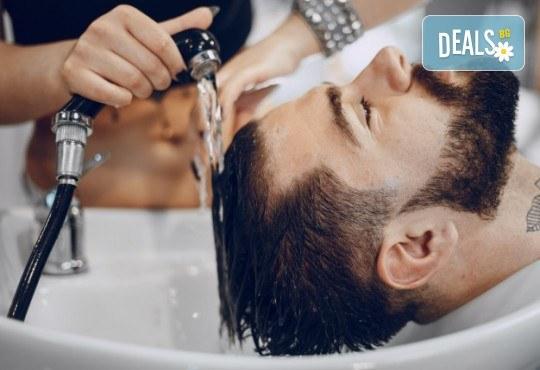 Мъжко подстригване с измиване и оформяне със сешоар в салон за красота Слънчев ден - Снимка 1