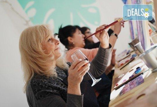 Рисуване на картина на тема Къща на дървото с акрил на 29.01. с напътствията на професионален художник и чаша вино от Fishu.Art - Снимка 14