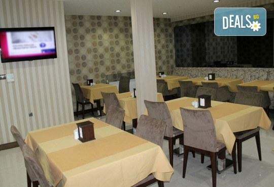 Зимна магия в Истанбул! 2 нощувки със закуски в Hotel Prens, транспорт и екскурзоводско обслужване - Снимка 9
