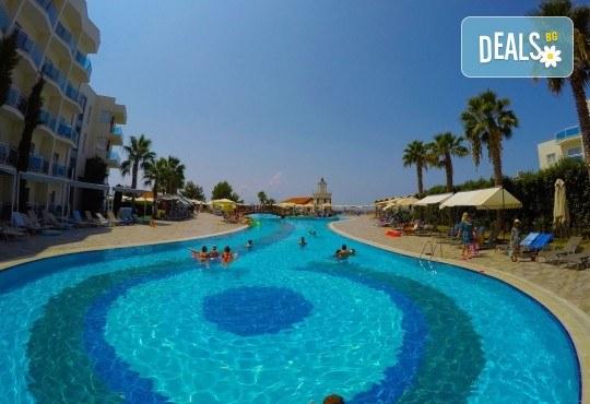 Лятна почивка в Sea Light Resort Hotel 5*, Кушадасъ, Турция! 7 нощувки на база 24 ч. Ultra All Inclusive, безплатно за дете до 13 г., възможност за транспорт! - Снимка 6