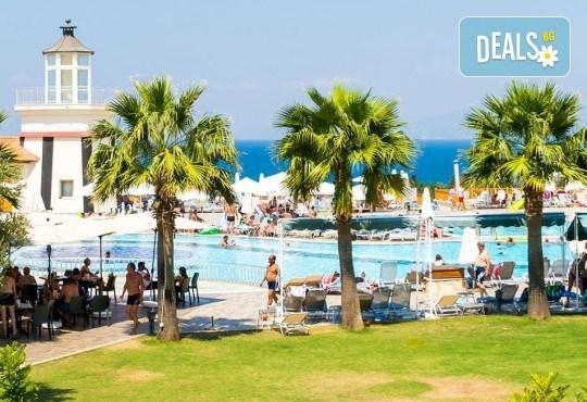 Лятна почивка в Sea Light Resort Hotel 5*, Кушадасъ, Турция! 7 нощувки на база 24 ч. Ultra All Inclusive, безплатно за дете до 13 г., възможност за транспорт! - Снимка 7