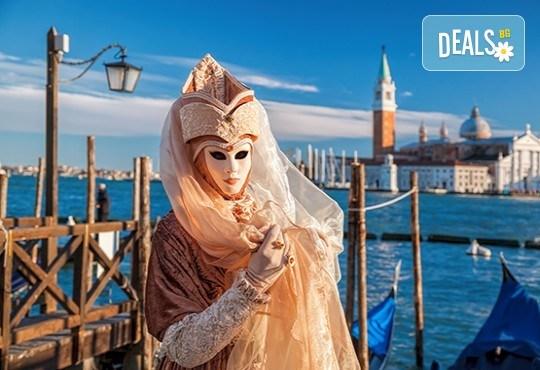 За Свети Валентин във Верона и на карнавал във Венеция с полет от Варна! Самолетен билет, 4 нощувки и закуски, транспорт с автобус, обиколки в Бергамо, Милано и Верона - Снимка 1