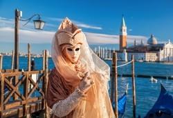За Свети Валентин във Верона и на карнавал във Венеция с полет от Варна! Самолетен билет, 4 нощувки и закуски, транспорт с автобус, обиколки в Бергамо, Милано и Верона - Снимка