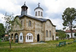 На празника на сланината и греяната ракия в Априлци на 22.02.! Транспорт, екскурзовод и посещение на Троянския манастир - Снимка