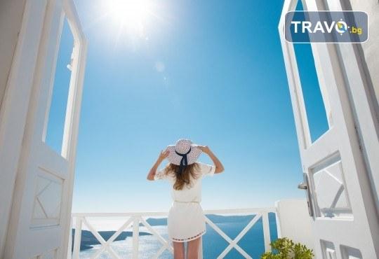 Лятна почивка на о. Санторини! 6 нощувки със закуски, транспорт, фериботни билети и посещение на Атина - Снимка 3