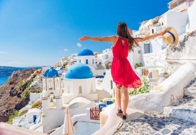 Лятна почивка на о. Санторини! 6 нощувки със закуски, транспорт, фериботни билети и посещение на Атина - Снимка