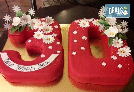 С доставка през март и април! Изкушаващо вкусна бутикова АРТ торта с цифри и размер по избор от Сладкарница Джорджо Джани - Снимка 3