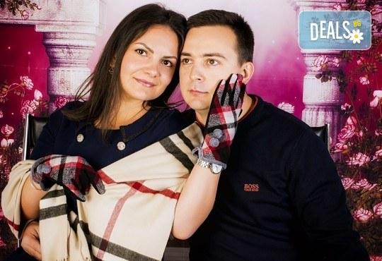 Подарете с любов! Романтична студийна фотосесия с 20 обработени кадъра от Pandzherov Photography - Снимка 2
