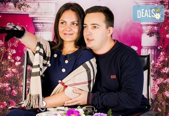 Подарете с любов! Романтична студийна фотосесия с 20 обработени кадъра от Pandzherov Photography - Снимка 1