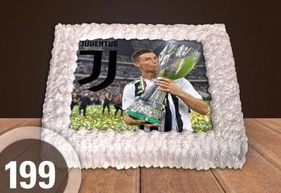 С доставка през април, май и юни! За феновете на спорта: торта със снимка за почитателите на футбола или други спортове от Сладкарница Джорджо Джани - Снимка