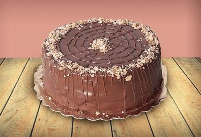 С доставка през април, май и юни! Шоколадова торта Магия с 8, 12 или 16 парчета от майстор-сладкарите на сладкарница Джорджо Джани - Снимка