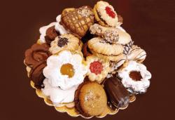С доставка през март и април! 1 кг. домашни гръцки сладки: седем различни вкуса сладки с шоколад, макадамия и кокос, майсторска изработка от Сладкарница Джорджо Джани - Снимка
