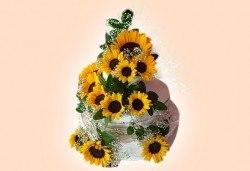 За Вашата сватба! Красива сватбена торта, декорирана с истински цветя, предоставени от младоженците и изпълнена от Сладкарница Джорджо Джани! - Снимка