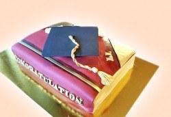 С доставка през април, май и юни! Торта за ученици, абитуриенти, абсолвенти, докторанти, учени с красив дизайн от Сладкарница Джорджо Джани - Снимка