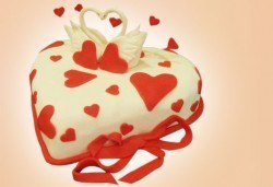 С доставка през април, май и юни! АМОРЕ: подарете Торта Сърце по дизайн на Сладкарница Джорджо Джани - Снимка