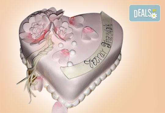 С доставка през април, май и юни! АМОРЕ: подарете Торта Сърце по дизайн на Сладкарница Джорджо Джани - Снимка 11