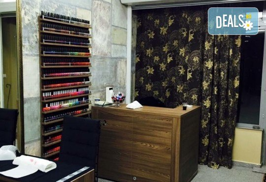 Mикродермабразио и успокояваща маска според типа кожа в салон за красота Incanto Dream, Студентски град! - Снимка 11