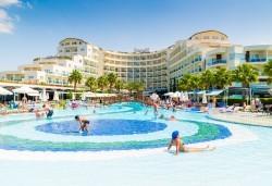 Ранни записвания за почивка през юни в Sea Light Hotel 5* в Кушадасъ - 7 нощувки на база All Inclusive, възможност за транспорт - Снимка